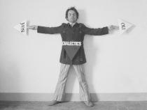 2019. november 15-én, pénteken, 17 órától Patrick Urwyler, a Perneczky Géza: Tükrök című kiállítás kurátora tart angol nyelvű tárlatvezetést