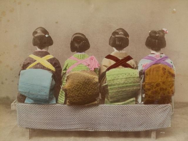 Szamurájok és gésák – hagyományos japán viselet és kortárs magyar ékszerek.